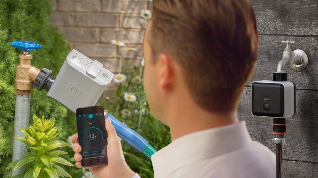 Centralina irrigazione WiFi a batteria Orbit B-Hyve 94990 vs Eve Aqua