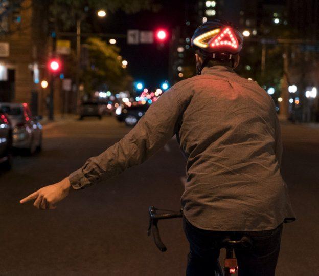 Casco bici con luci e frecce, bluetooth integrato, auricolari